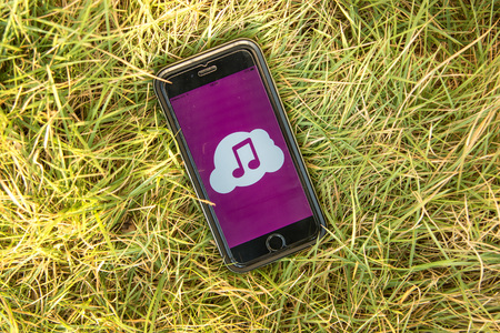 google play: NAKORN PATHOM, THAILAND - FEB 15, 2016: top view screen shot of Cloud Music app showing on iPhone6 on grass