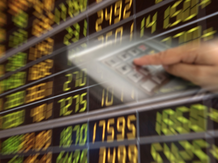 Analysts analyze profitability with performance graphs Banque d'images