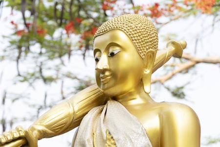 Grand Bouddha, couleur dorée, abstrait