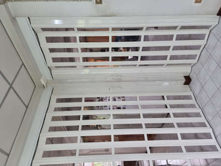 PVC partition walls prevent cold wind from air conditioners in the house.