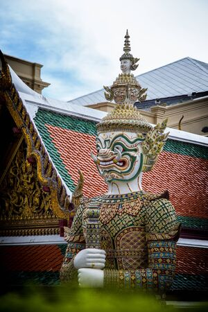 phra si rattana chedi: Green Giant in the Temple of the Emerald Buddha