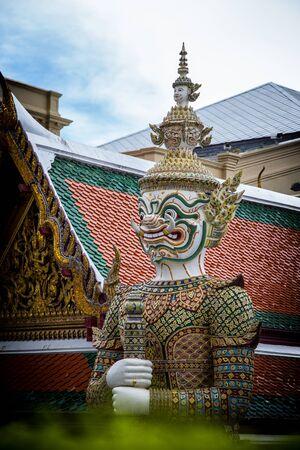 phra si rattana chedi: Green Giant in the Temple of the Emerald Buddha