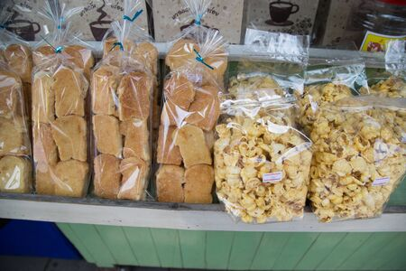 bolsa de pan: Sliced bread in plastic bag.