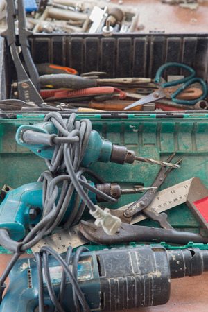 electric drill: electric drill