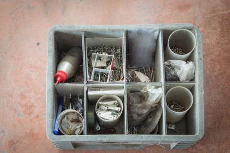 tuercas y tornillos: tuercas, pernos, clavos y tornillos Foto de archivo