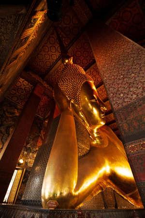 Big golden Buddha statue in Wat Pho temple. Redakční