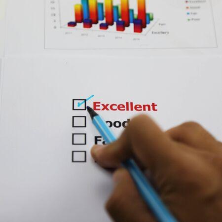uitstekend: Uitstekende evaluatie. met uitstekende gecontroleerd, gecontroleerd met de hand