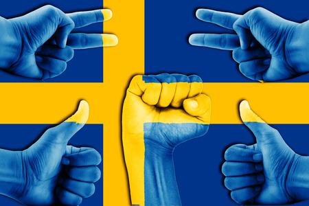 bandera de suecia: manos en Suecia fondo de la bandera