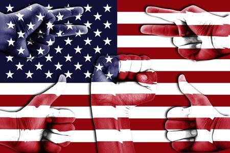 verenigde staten vlag: handen op de Verenigde Staten vlag achtergrond