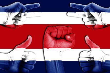 bandera de costa rica: manos en Costa Rica fondo de la bandera Foto de archivo