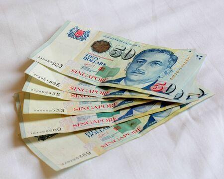 Singapore bankbiljet op het laken Stockfoto