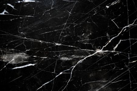 Struttura in marmo nero, motivo bianco con fondo in marmo nero per lo sfondo e il design.
