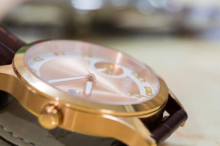 Close-up accessoires de luxe main d & # 39 ; or accessoires de fond . fermer Banque d'images - 87695036