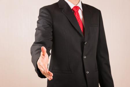 Homme d'affaires secouera la main comme concept d'entreprise, de travail d'équipe et d'engagement Banque d'images