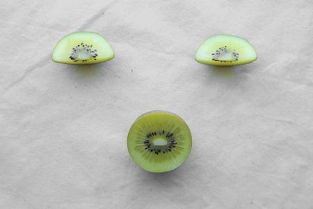 kiwi fruta: Enfrentar en rodajas Kiwi Oro