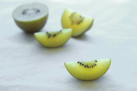 kiwi fruta: Los kiwis en rodajas Oro
