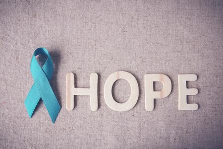 희망 나무 편지, 토닝, 난소 암, 자궁 경부암, 신장 암에 대한 인식과 청록 리본 스톡 콘텐츠