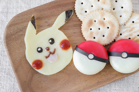 galletas integrales: Gold coast, Australia, 10 August 2016, Editorial image,Pokemon inspired crackers and cheese snack for kids