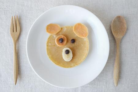 Kutya palacsinta reggeli, szórakoztató élelmiszerek gyerekeknek Stock fotó