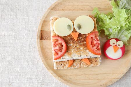 Owl sándwich saludable, arte de la comida de la diversión para los niños Foto de archivo