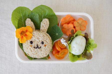 부활절 토끼 건강한 도시락, 아이들을위한 재미있는 음식 아트