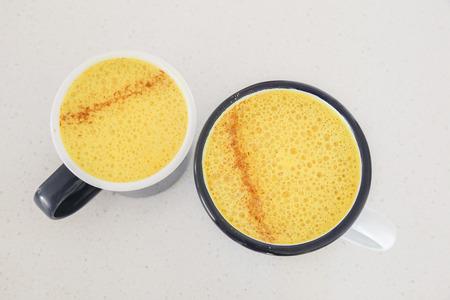 Kurkuma Latte, Goldene Milch, Kurkuma Milch, Gesunde Hipster Getränk ...