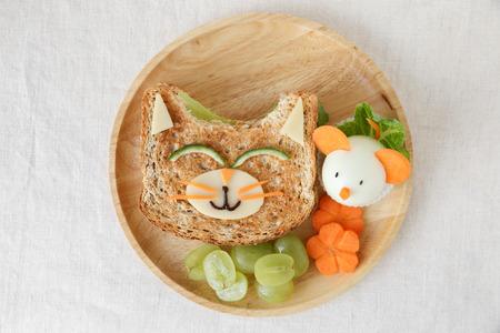 고양이와 마우스 건강식 점심, 아이들을위한 재미있는 음식 예술