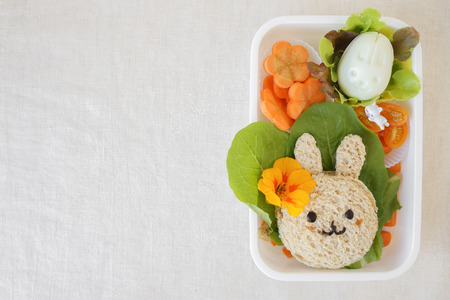 Easter Bunny lunch box, fun food art for kids 版權商用圖片 - 70559524