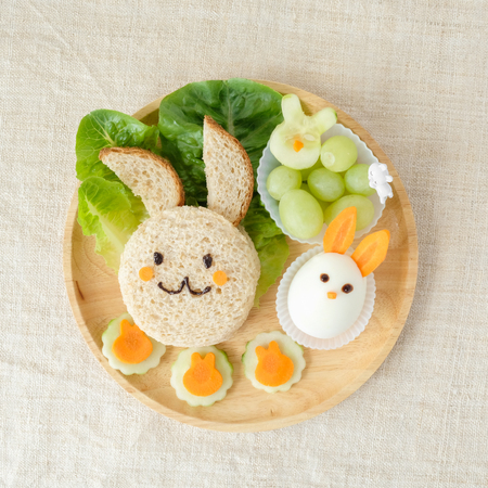 Bunny rabbit lunch plate, fun food art for kids Banco de Imagens - 73267298