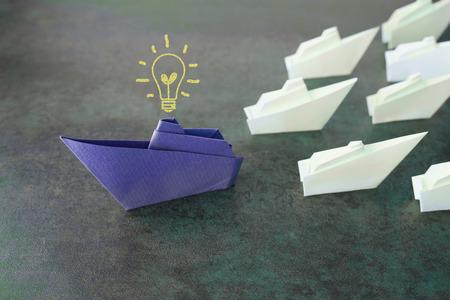 Origami paper ships, change business concept Standard-Bild