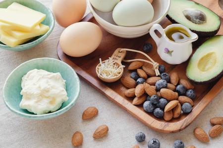 ケト、ケト原性ダイエット、低炭水化物、高脂肪の健康的な体重損失食品