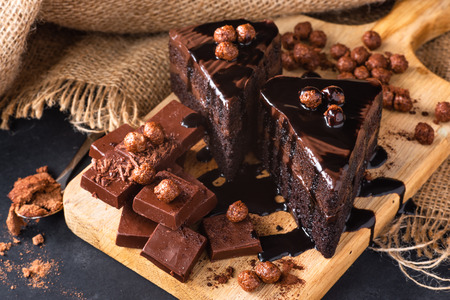 Close-up of chocolate cakes on wooden cutting board Stok Fotoğraf - 122792818