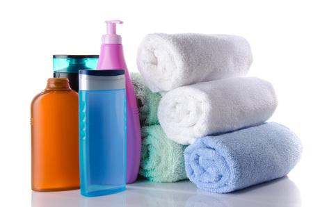 gel douche: Quelques bouteilles de gel douche et de shampoing, isol� sur blanc Banque d'images