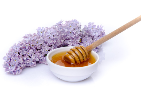 lila: Honey with a lilac flower, isolated on white