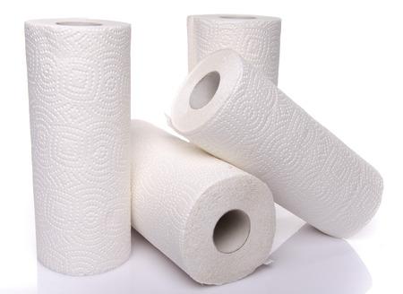papel de baño: Los rollos de toallas de papel, aislado en blanco Foto de archivo