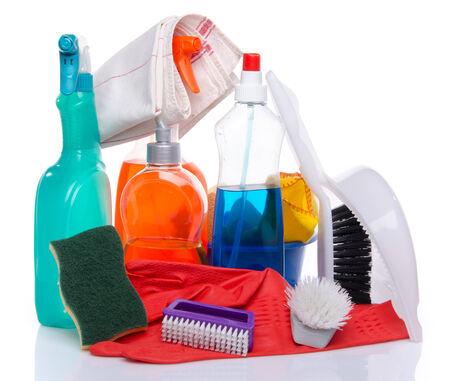 cleaning products: Productos de limpieza con material, aislado limpieza en blanco