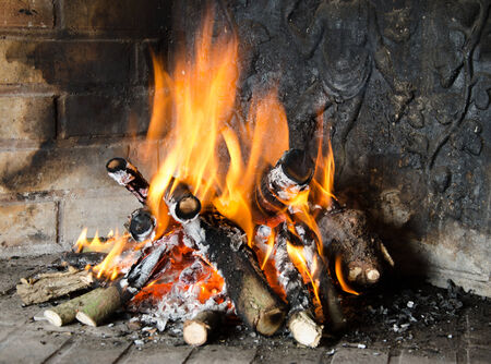 fireplaces: Fire in a fireplace close up