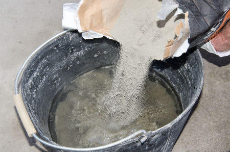 tile adhesive: Preparation of a mixture of tile adhesive in a bucket