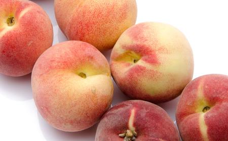diagonally: Ripe peaches aligned diagonally, isolated on white Stock Photo