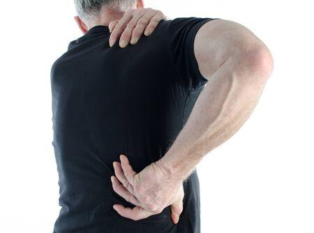 dolor espalda: Hombre que tiene un dolor de espalda