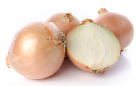 Fresh yellow onions, isolated on white Stockfoto