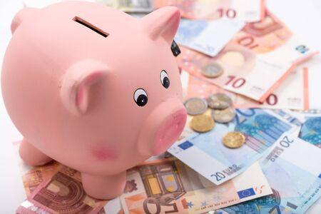 banconote euro: Salvadanaio sulle banconote in euro Archivio Fotografico