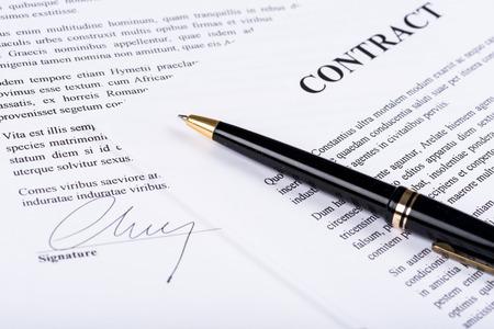 correspondencia: Contrato firmado con la pluma
