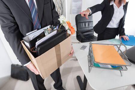 Werknemer door een zakenvrouw ontslagen