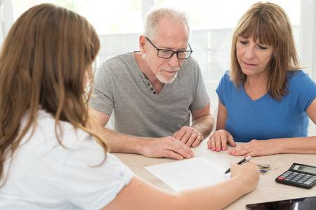 Senior couple meeting financial adviser for investment Stockfoto