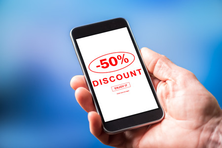 Smartphone screen displaying a discount concept Imagens
