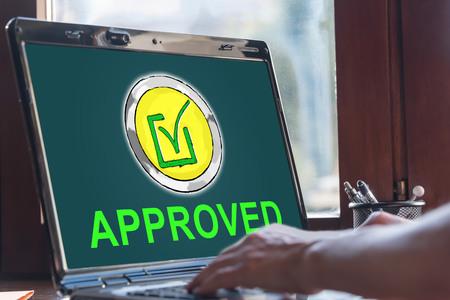 Écran d'ordinateur portable affichant un concept de validation Banque d'images