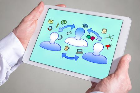 Schermo del tablet che mostra un concetto di comunicazione