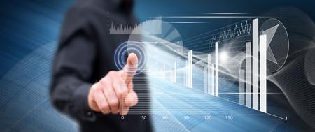 Mężczyzna dotyka palcem koncepcji analizy finansowej na ekranie dotykowym Zdjęcie Seryjne