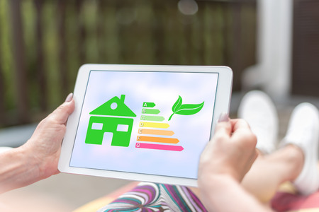 Female hands holding a tablet with home energy efficiency concept Banque d'images - 121311120